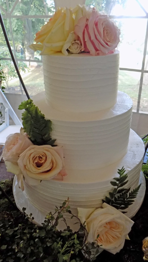 3 Tier rustic textured buttercream wedding cake decorated with fresh flower, delivered at Historic Shady Lane. Wedding Cakes Manchester PA