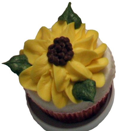 buttercream cup cake with sun flower