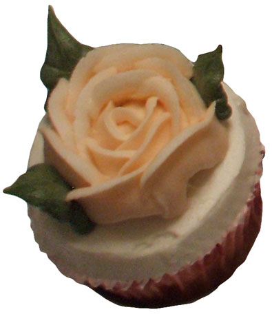 buttercream cup cake with closed buttercream rose